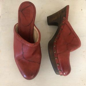 Frye Rustic Red/orange leather clogs